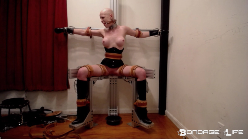 Lucky slave 1 she so blessed to watch him